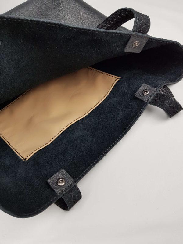 negro kožená kabelka detail