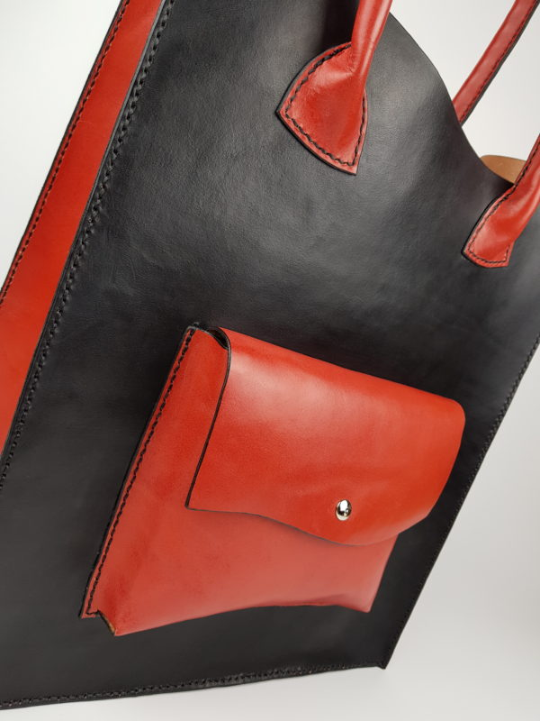detail kožená kabelka Tango
